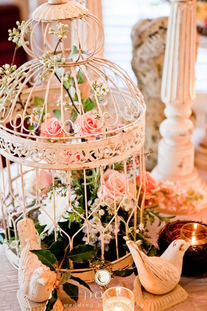 Decorating a birdcage for wedding