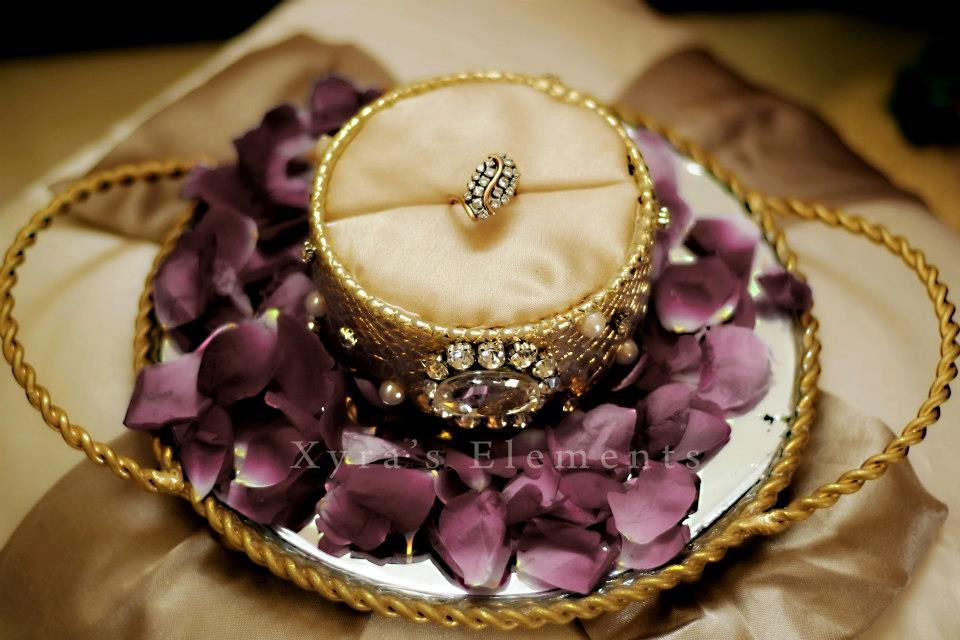 1000 images about ring tray decoration on emasscraft org for Decoration fiancaille