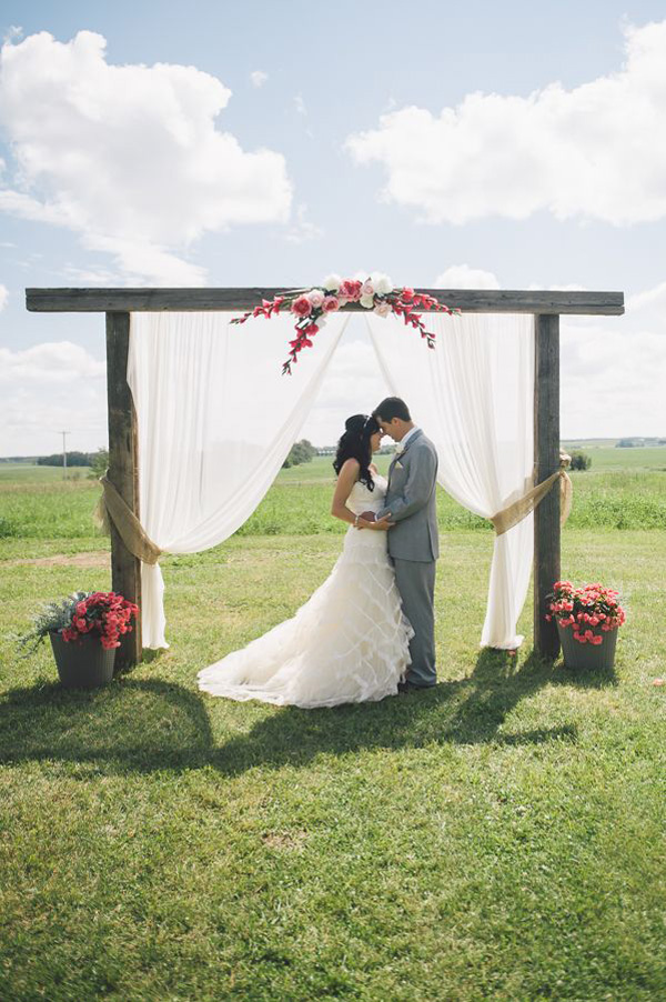 Outdoor wedding arch 26 floral wedding arches decorating ideas junglespirit Images