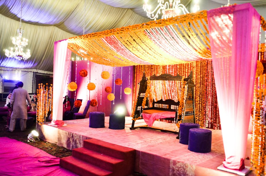 Beautiful Stani Wedding Stage Decoration Ideas 2016