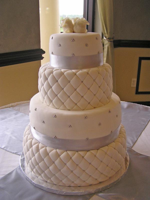 diamond pattern wedding cake