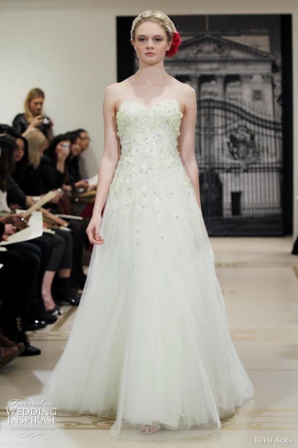 light_green_wedding_dress_3.jpg