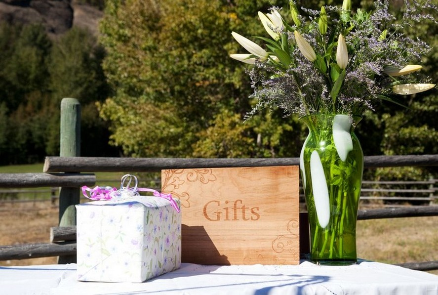 Rustic Wedding Gift Ideas : Rustic wedding gift table ideas