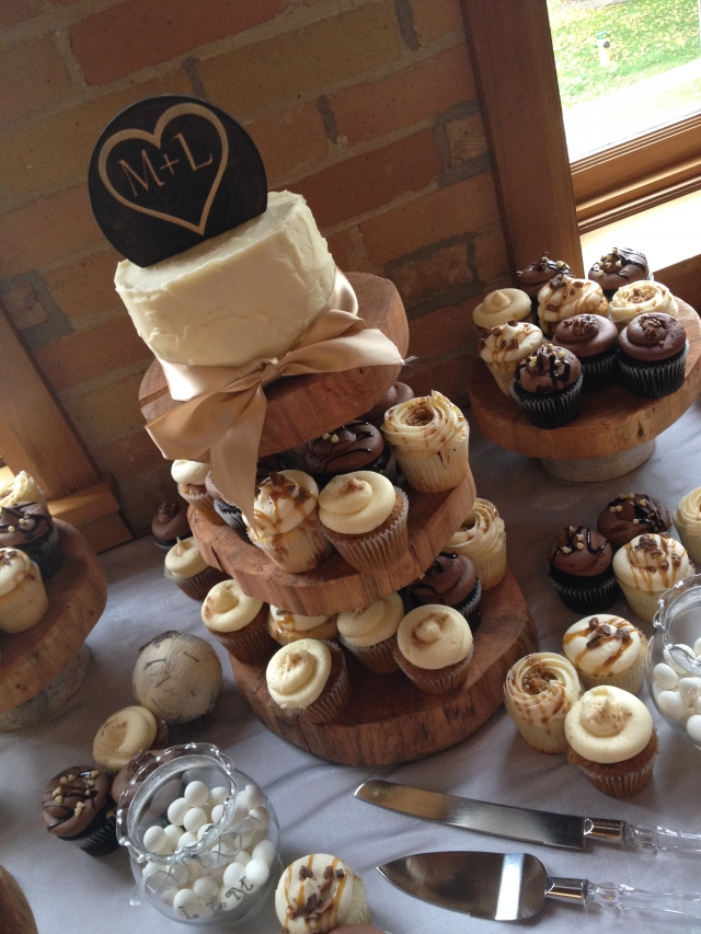 rustic wedding cake and cupcake ideas rustic cupcakes wedding 19519