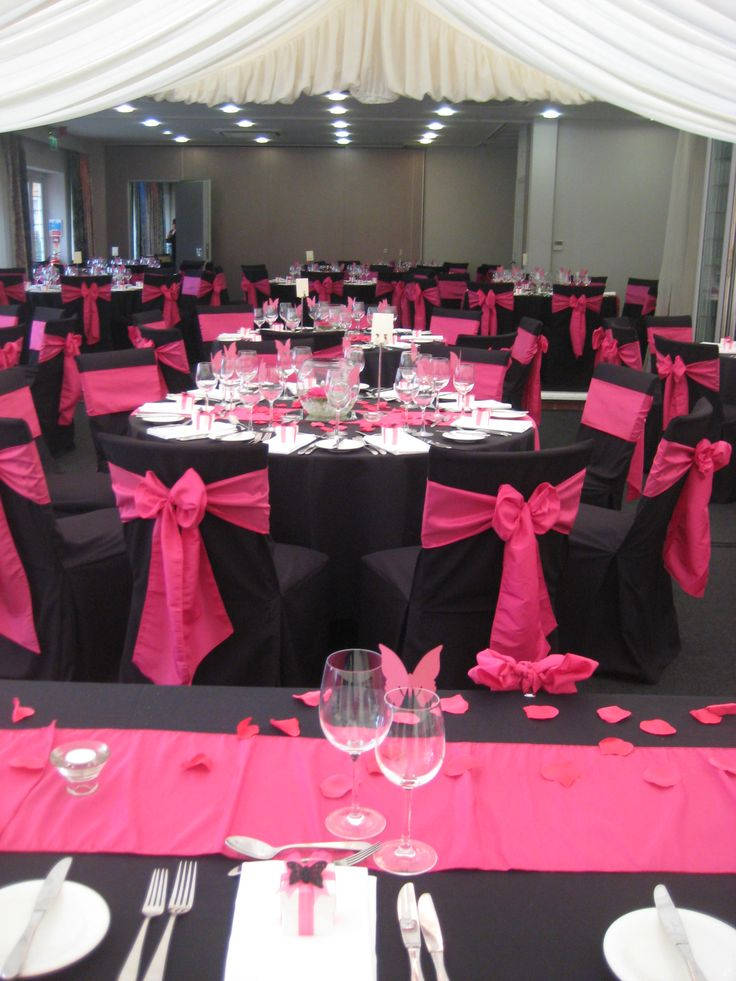 Pink and black wedding decorations for the reception