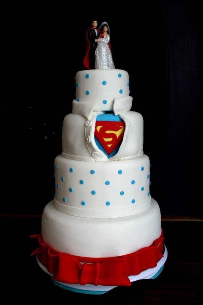 20 outrageous wedding cakes that are geeky sweet - Superman Wedding Rings