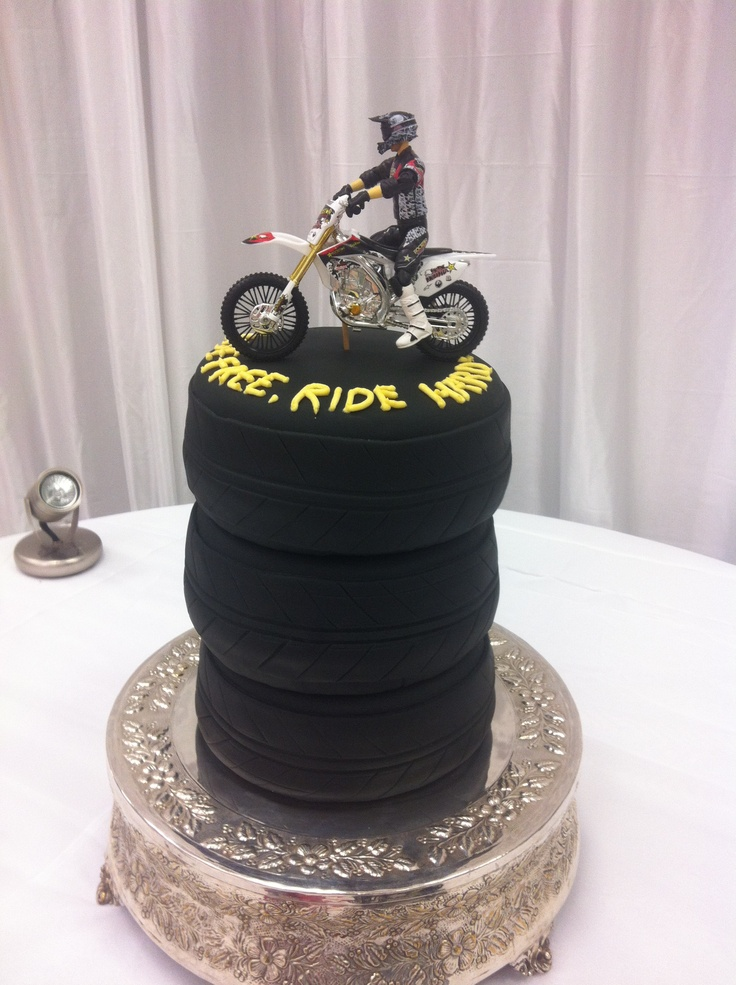 motorbike wedding cake motorcycle wedding ideas 17597