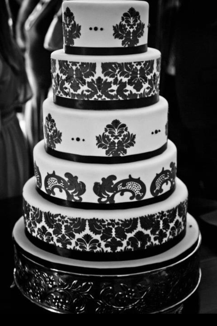Damask Stenciling On Cakes