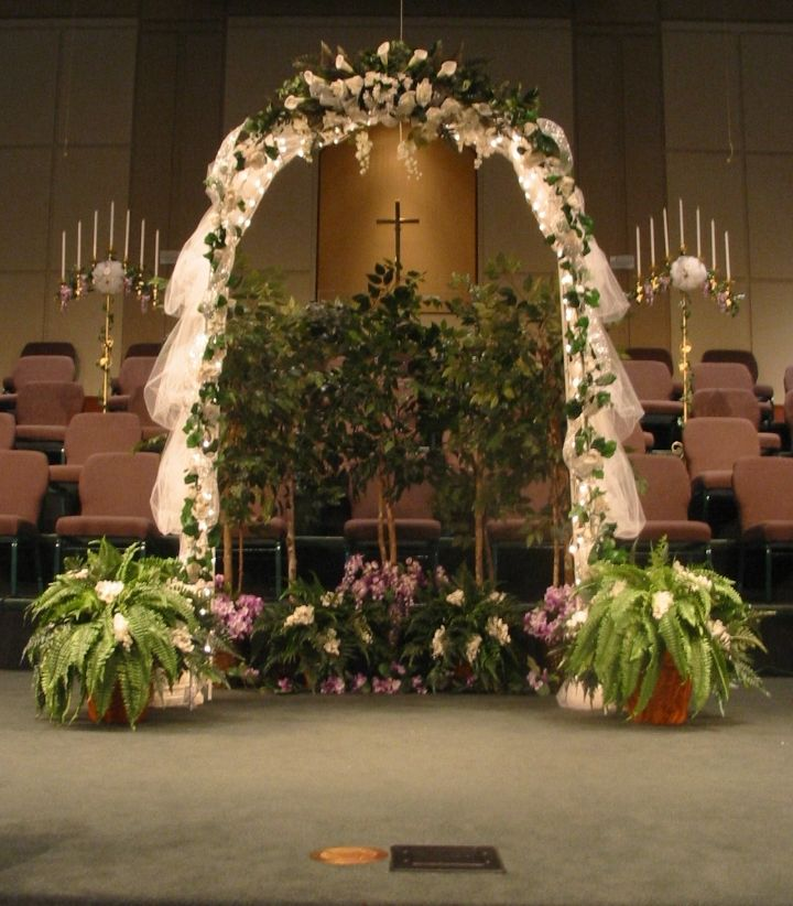Wedding Arch Decoration Ideas: Indoor Wedding Arch