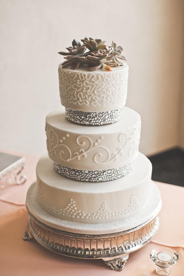 Elegant Wedding Cakes With Crystals