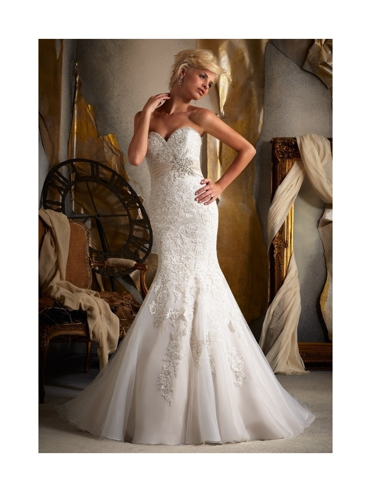 A Fishtail Wedding Dress : Ivory lace fishtail wedding dress