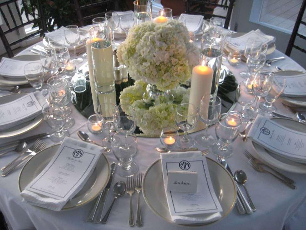 Charmant White And Silver Wedding Theme Galerie Brautkleider Ideen