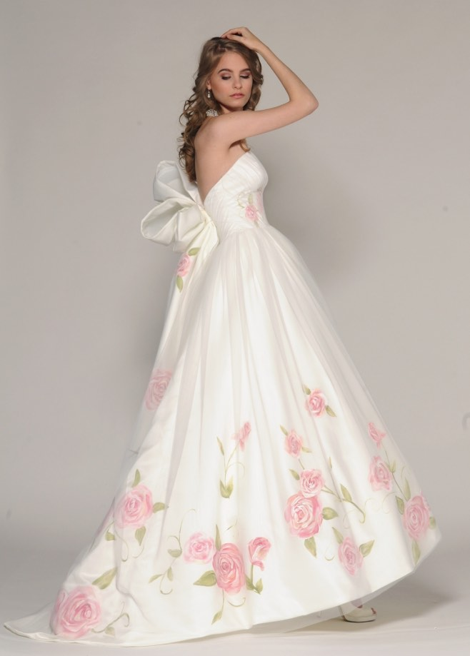 Wedding dress with pink roses for Rose pink wedding dress
