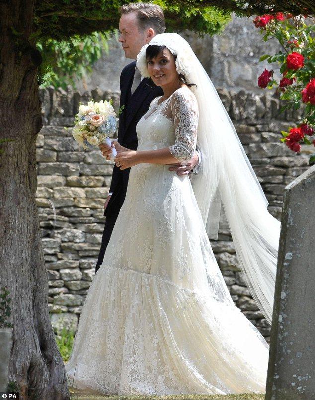 gunny_sack_wedding_dress_1.jpg