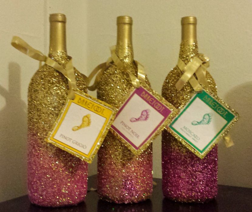 How to decorate a wine bottle for a wedding for Decorating wine bottles with glitter
