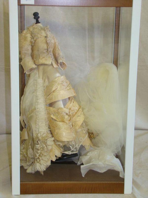 Wedding Dress Display Case - Locallygrownweddings.com