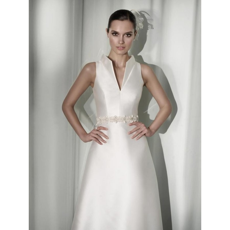 Wedding Dresses. On your most adorable moments in your life you wish to have many compliments on your attire and appearance. To match up your requirements and to bring grace to your wedding Dressmelody brings you a sacred wedding collection.
