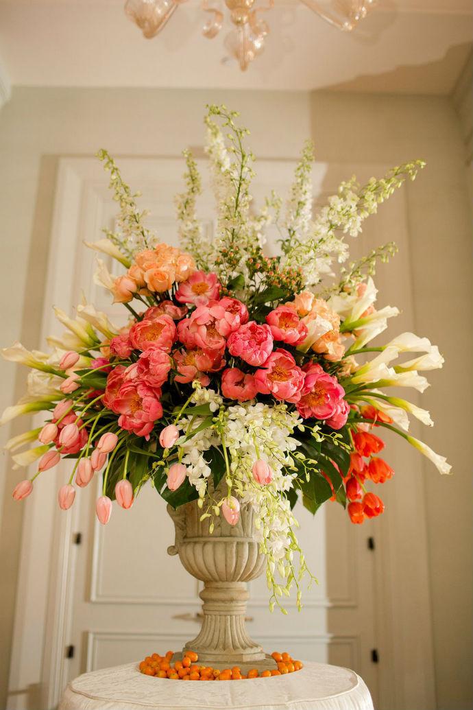 Big wedding flower arrangements 7 tips to diy wedding floral arrangements big wedding flower arrangements junglespirit Image collections