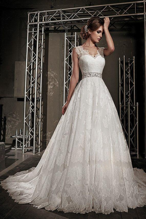 Wedding Dresses Lace Full Skirt : Wedding dress with full skirt