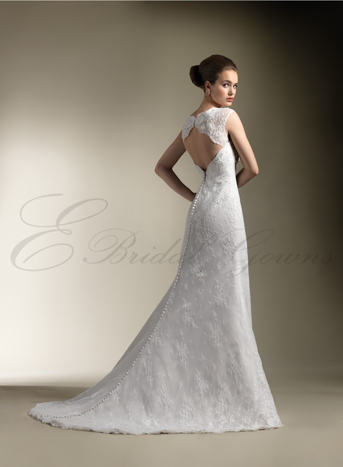 Queen anne neckline wedding dress for Queen anne neckline wedding dress