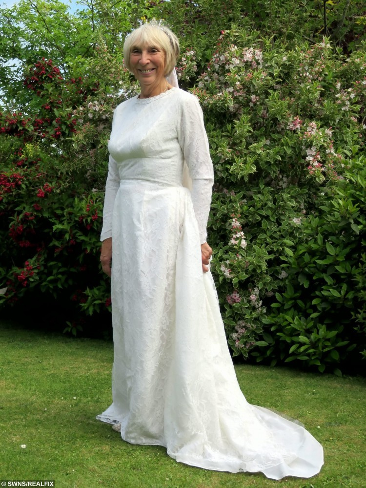 Wedding Dresses For 50 Year Olds: Wedding Dress For 60 Year Olds